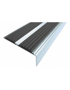 Алюминиевый угол-порог с 2-мя противоскользящими вставками 70/5,5 мм. Без тех. отверстий под крепеж. Длина 1 пог.м.