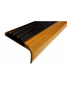 Алюминиевый угол-порог с 1-ой противоскользящей вставкой Без тех. отверстий под крепеж. Длина 1 пог.м.